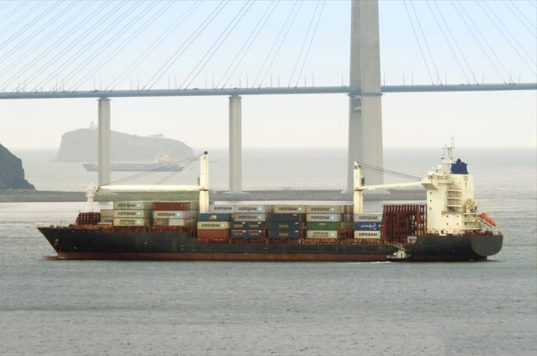 Container ship 2010 dwt 23232 photo